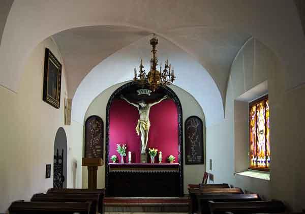http://commons.wikimedia.org/wiki/File:Annunciation_of_the_Blessed_Virgin_Mary_Church,_Crucifixion_of_Jesus_Chapel,_11_Loretanska_street,_Piasek,_Krakow,_Poland.jpg