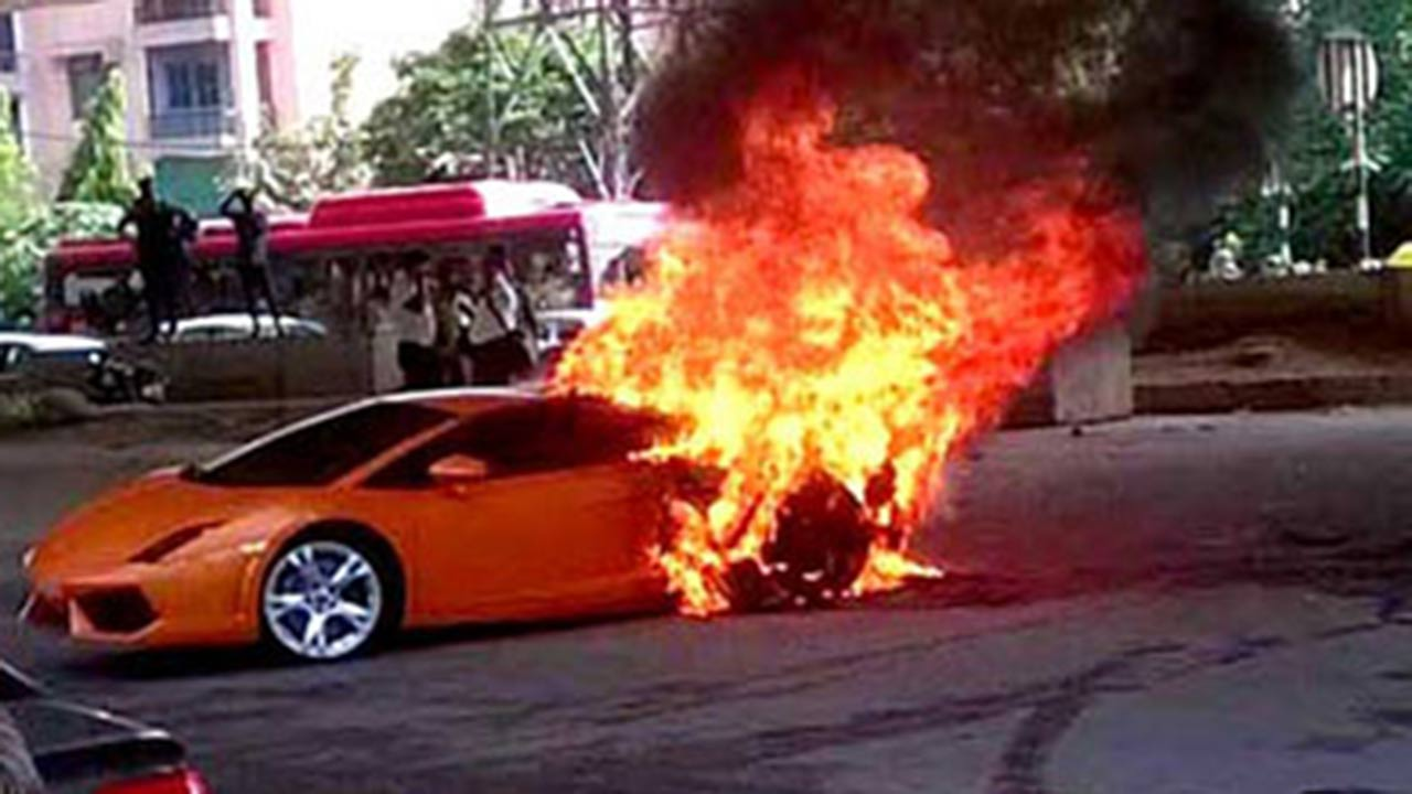 A Lamborghini Catches Fire In Delhi Amp We Can Literally See