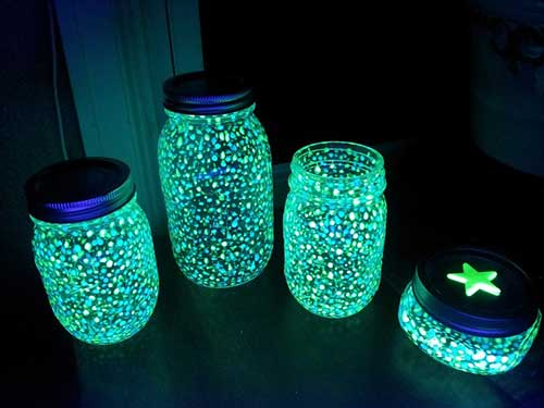 10 Glow In The Dark Tricks That Will Make Your Place Look Trippy