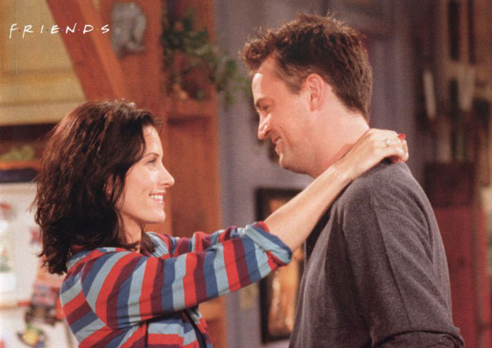 chandler and monica dating in real life