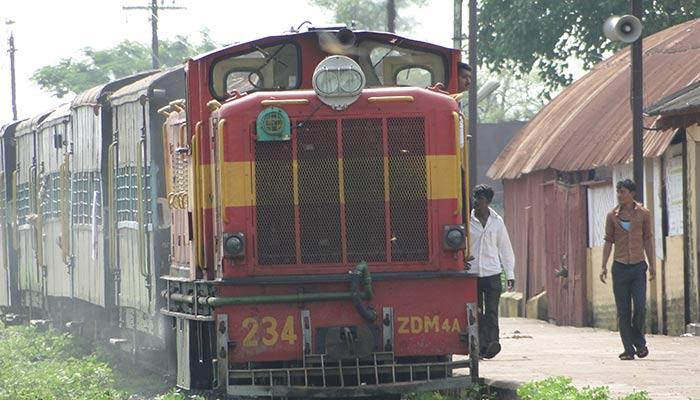 Narrow_Gauge_Train_at_Rajim