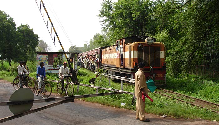Narrow_Gauge_Train_in_Chhattisgarh,_India
