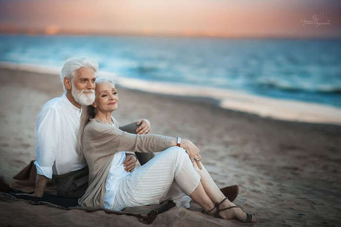Old romantic couple