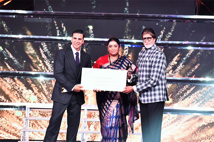Big B feted with Indian Film Personality of the Year at IFFI