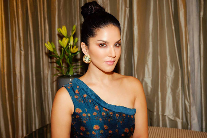 Sunny Leone's team member threw a snake on her!