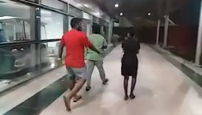 Drunk Men Misbehaves with Indigo Airlines Staff Woman At Hyderabad