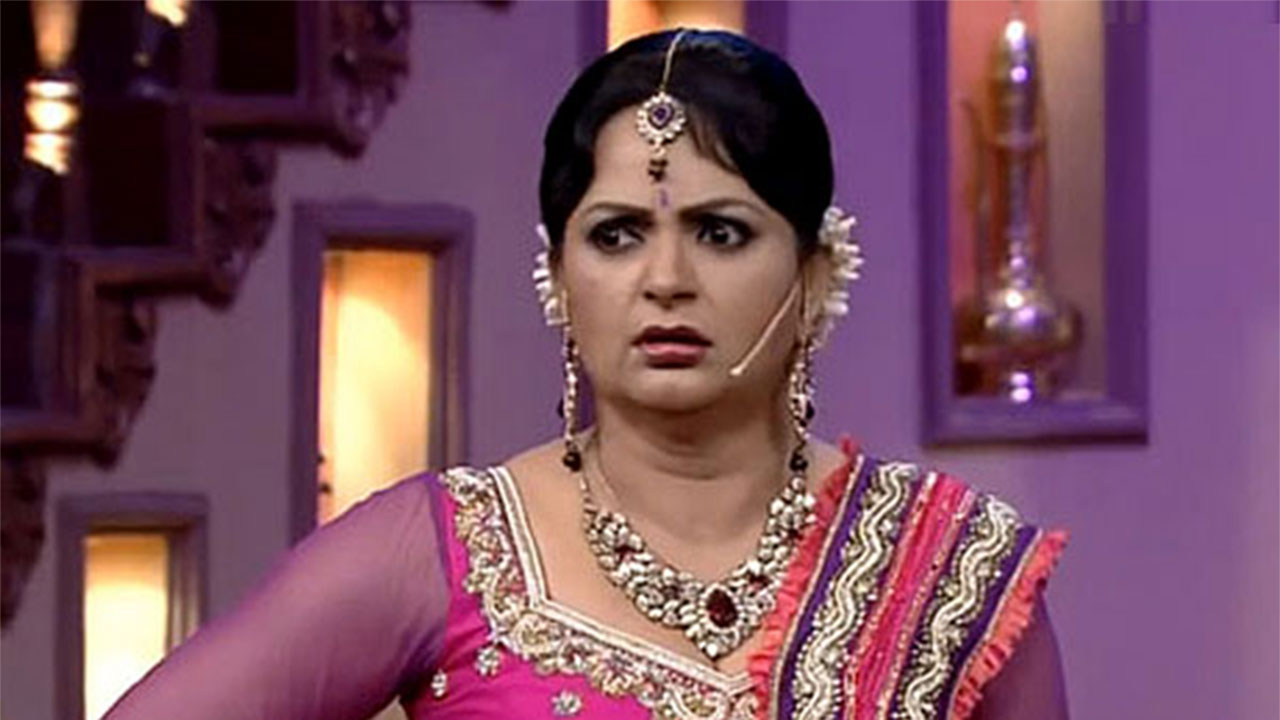Comedy Nights Pinky Bua Upasana Singh Narrowly Escapes