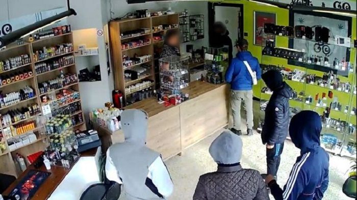 Gullible gang convinced to return to rob Belgian store and be arrested
