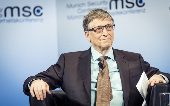 Lucky woman receives Secret Santa gift from Bill Gates