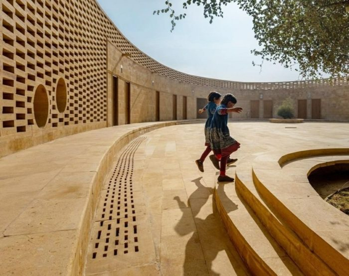 This Jaisalmer Girls' School Located Amidst The Thar Desert Is An Architectural Marvel